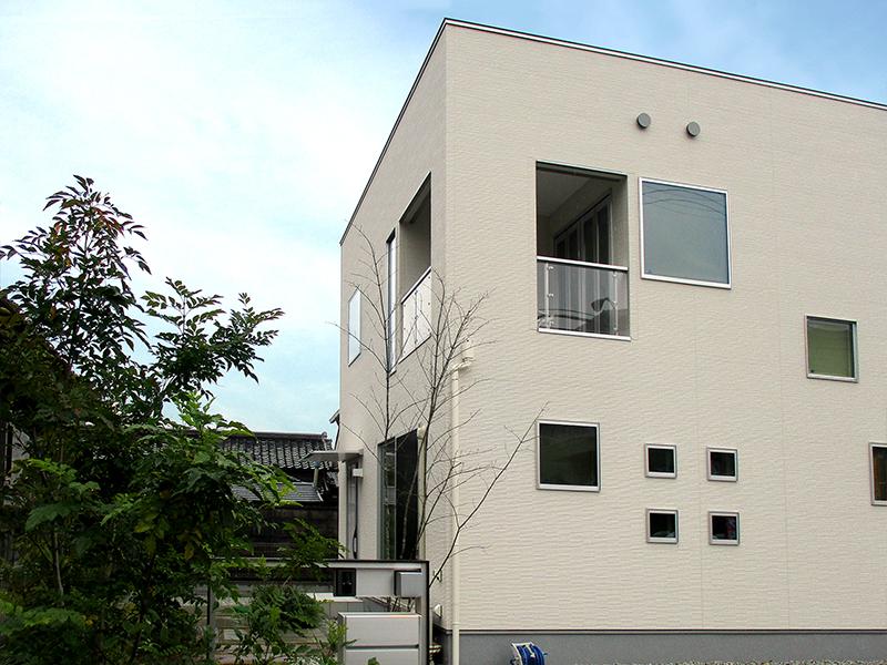 政府は「2020年までにZEHを標準的な新築住宅に」という目標を掲げています。
